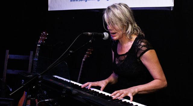Sarah Ménage –Songwriting Live, Bristol